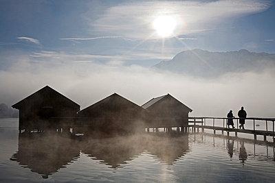 Germany, Bavaria, Murnau, Lake in winter - p3004638f by Fotofeeling