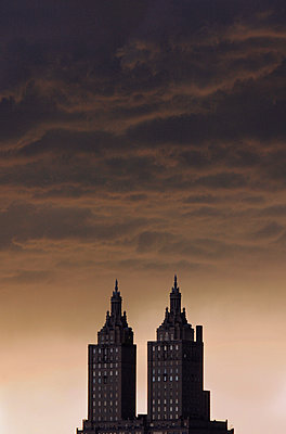 Twin-Towered Apartment Building at Sunset, New York City, New York, USA - p694m1192943 by Maciej Toporowicz