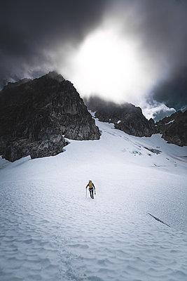 Climber on Tantalus Traverse, a classic alpine traverse close to Squamish, British Columbia, Canada - p924m2271175 by Alex Eggermont
