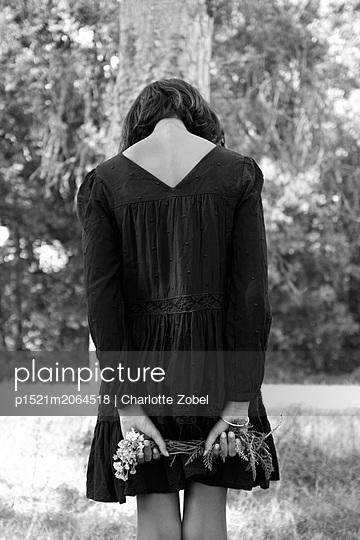 Woman wearing black dress - p1521m2064518 by Charlotte Zobel