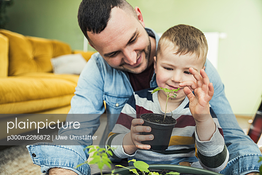 deutschland,mannheim,lifestyle,people,family,zuhause - p300m2286872 von Uwe Umstätter