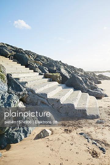 Treppe zum Strand - p464m1574906 von Elektrons 08