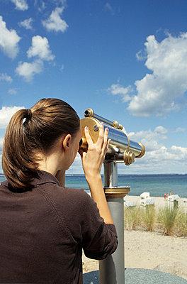 Watching the beach - p0452224 by Jasmin Sander