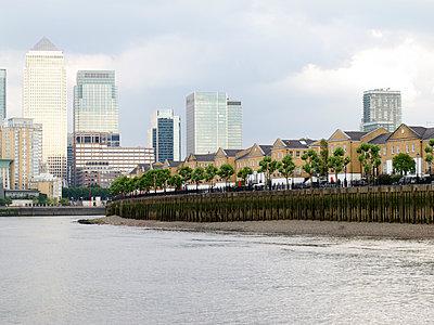 Docklands - p240m1044447 von Valerie Wagner