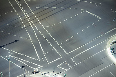 Germany, Berlin, view of crossroads seen from above - p300m1153378 by Christine Müller