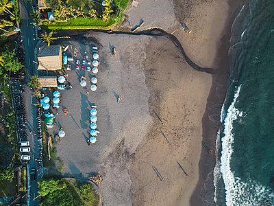 Indonesia, Bali, Aerial view of Batu Bolong beach - p300m2083695 by Konstantin Trubavin