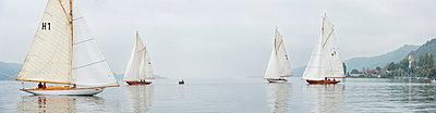 Germany, Baden-Wuerttemberg, Lake Constance, sailing regatta near Bodman - p300m973550 by Holger Spiering