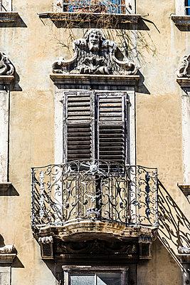 Balkon - p488m1200583 von Bias