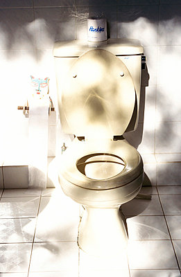 Toilet - p2320033 by Britta Warnecke