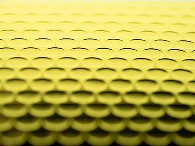 Golden bubble wrap - p401m2128642 by Frank Baquet