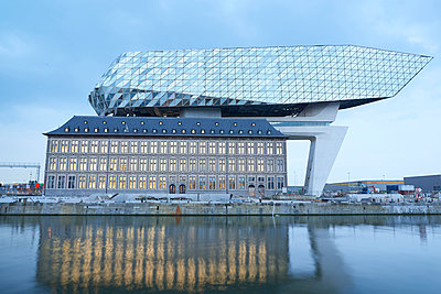New harbour building Antwerp - p587m1155083 by Spitta + Hellwig