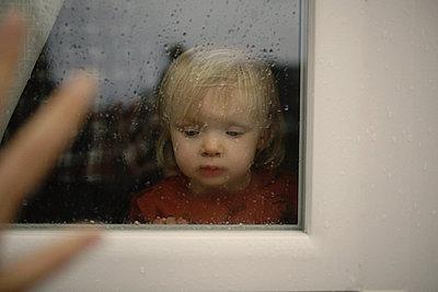 Pluie et enfance - p987m2225978 by Célia Swaenepoel