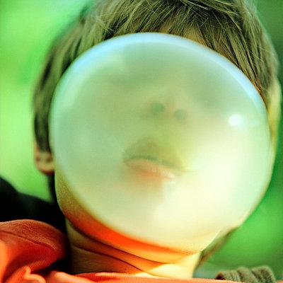Bubble gum - p989m668463 by Gine Seitz