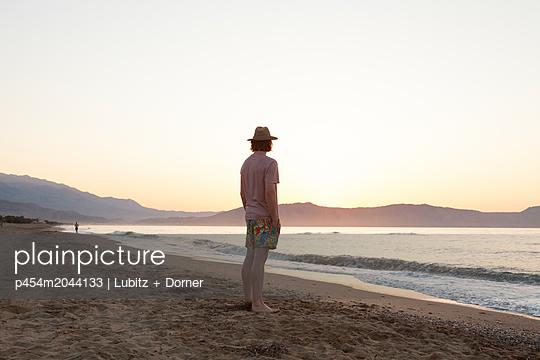 In the evening - p454m2044133 by Lubitz + Dorner