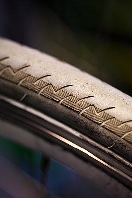 Reifenprofil  - p1195m1195458 von Kathrin Brunnhofer