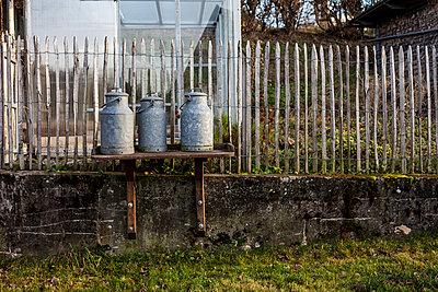 Drei Milchkannen - p1611m2182310 von Bernd Lucka