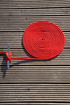 Red rope - p4640017 by Elektrons 08