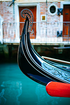 Close up of empty gondola on the Grand Canal - p1053m2008687 by Joern Rynio