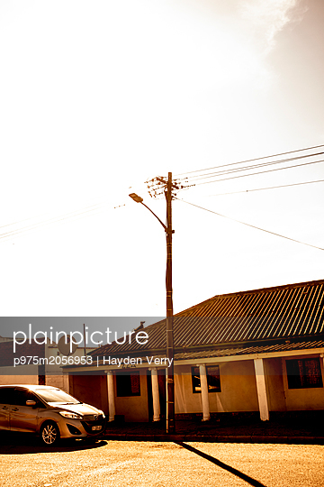 Car parking at the roadside - p975m2056953 by Hayden Verry