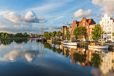 Lübeck, Baltic coast, Schleswig-Holstein, Germany. Old town's houses along the Trave river's waterfront. - p651m2007305 by Marco Bottigelli
