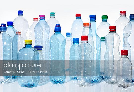 Plastic waste - p509m2141421 by Reiner Ohms