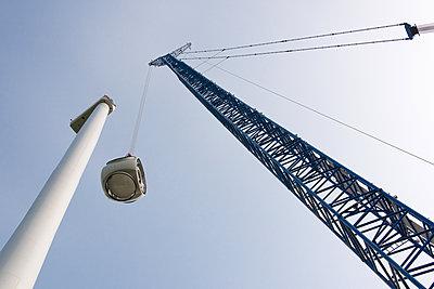Aufbau eines Windparks - p1079m2157687 von Ulrich Mertens