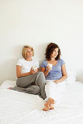 Zwei auf einem Bett - p5862783 von Kniel Synnatzschke