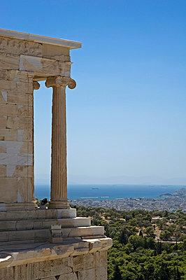 Akropolis - p589m852021 von Thierry Beauvir