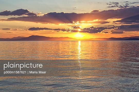 Greece, Ionian Sea, Ionic Islands, Kalamos at sunset - p300m1587621 von Maria Maar