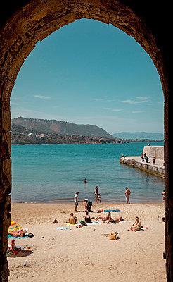 Beach life in Cefalu - p382m2196298 by Anna Matzen