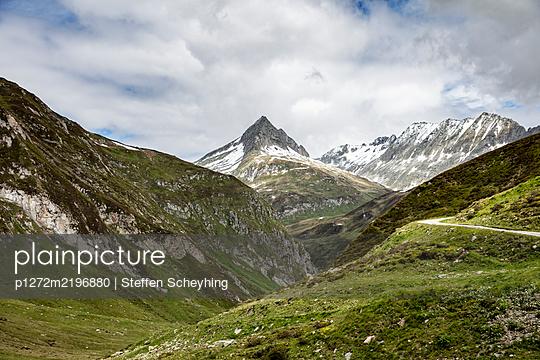 Mountain Landscape - p1272m2196880 by Steffen Scheyhing