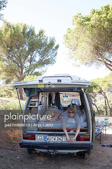 Rumfahren und Abhängen - p447m968019 von Anja Lubitz