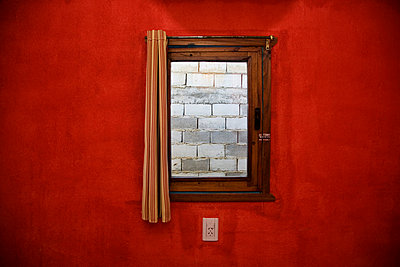 Captured in a red room - p6280407 by Franco Cozzo