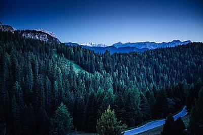 Mountain scenery at night, Dolomites, Italy - p1053m1191248 by Joern Rynio