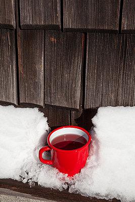 Heiße Tasse Tee - p454m2099661 von Lubitz + Dorner