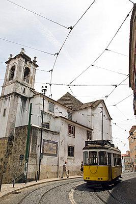 Straßenbahn in Lissabon - p6280062 von Franco Cozzo