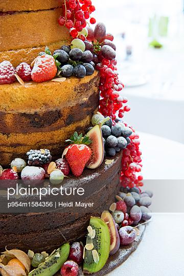 Naked Cake - p954m1584356 von Heidi Mayer