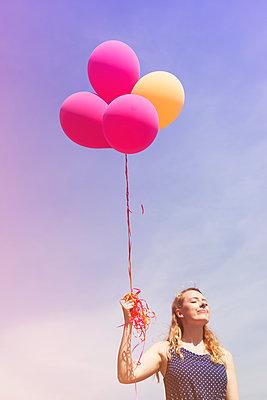 Helium balloon - p045m1139079 by Jasmin Sander
