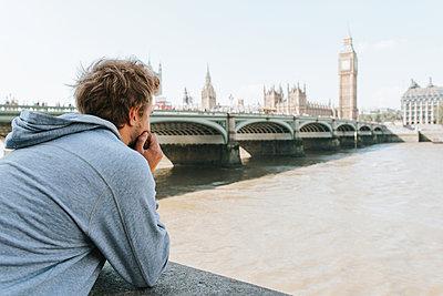 Looking at Big Ben - p1507m2165729 by Emma Grann