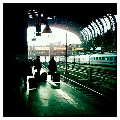 Hauptbahnhof Hamburg - p979m1146574 von Werner Gritzbach