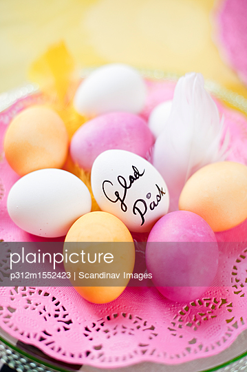 plainpicture - plainpicture p312m1552423 - Easter eggs - plainpicture/Johner/Scandinav Images