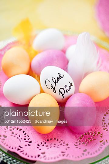 plainpicture - plainpicture p312m1552423 - Easter eggs - plainpicture/Johner/Scandinav Images