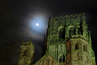 Gothic style castle with full moon in the sky at night - p1072m829086 by John Stephenson