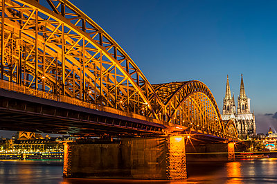 Cologne at night - p401m1355593 by Frank Baquet