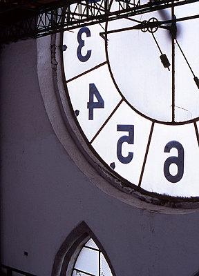 Kirchturmuhr von innen - p9791833 von Strazar