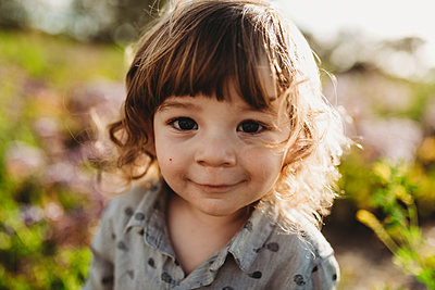 Close up portrait of little boy smiling in backlight - p1166m2124313 by Cavan Images