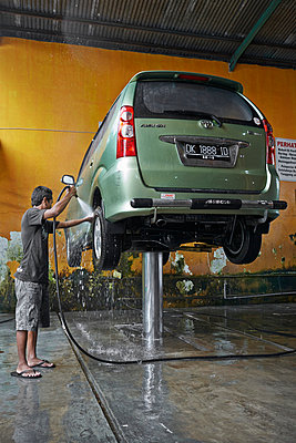 Car wash - p390m958950 by Frank Herfort