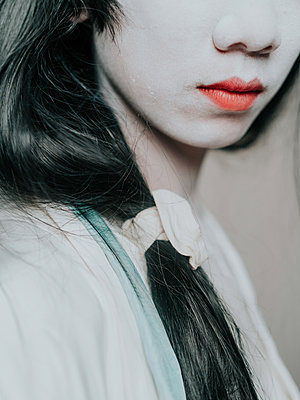 Young Asian woman with red lipstick - p1184m1441215 by brabanski