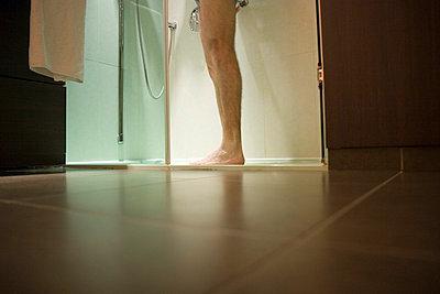 Taking a shower - p5030074 by Fabrice Arfaras