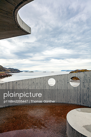 Rest area and artwork, Snefjord, Finnmark, Norway - p1168m2205447 by Thomas Günther